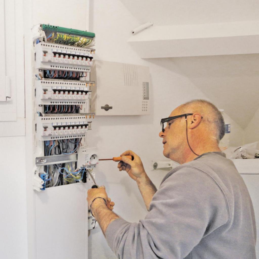 electricien 69008