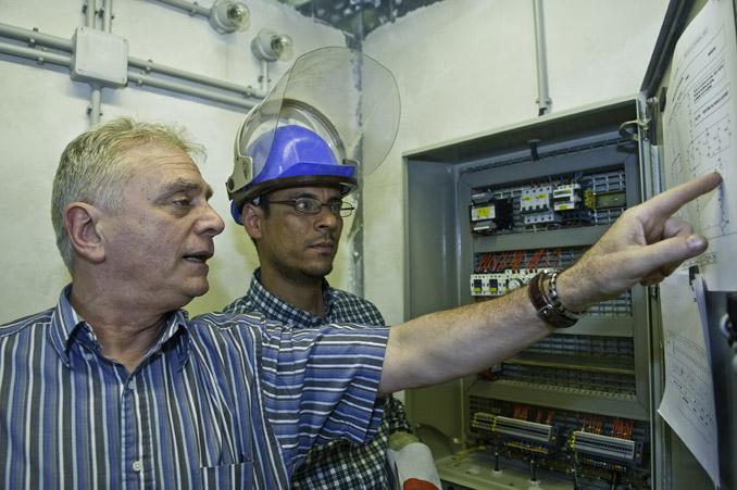 electricien d'equipement