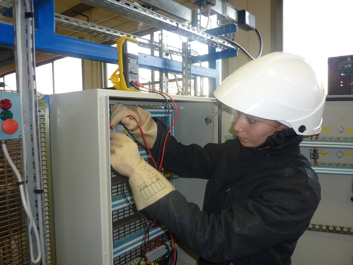 electricien d'equipement formation afpa